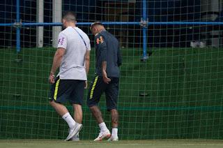 http://vnoticia.com.br/noticia/2863-neymar-deixa-o-treino-da-selecao-brasileira-mancando-e-preocupa