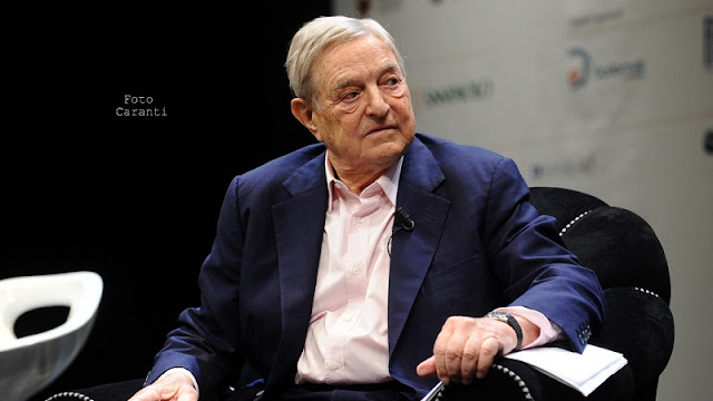 George Soros sedang mengisi seminar