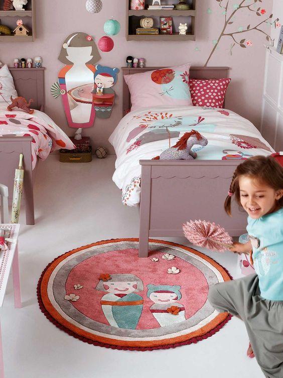 Déco chambre bébé fille rose et taupe