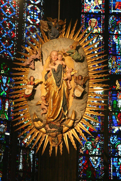 Nossa Senhora na Glória, catedral de Aachen, Alemanha