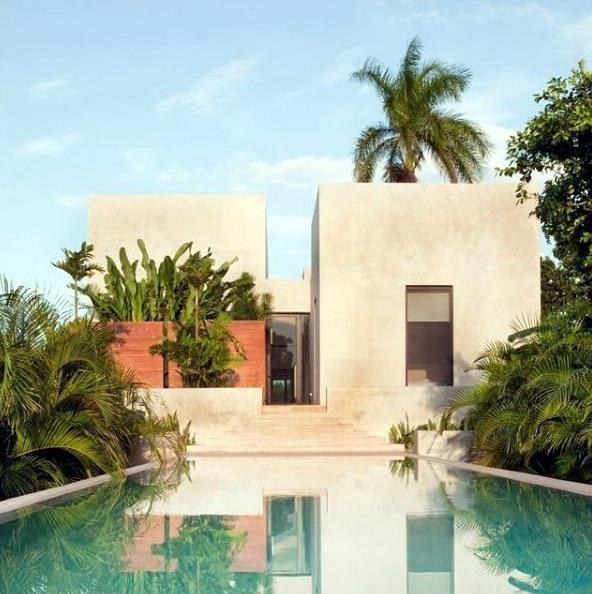 rumah minimalis warna alami dan kolam renang