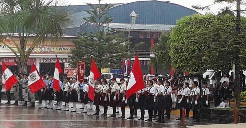 Denuncian que colegios de Moyobamba mantuvieron a alumnas bajo intensa lluvia en ceremonia de aniversario del Poder Judicial