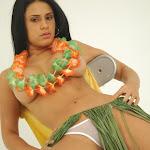 Andrea Rincon, Selena Spice Galeria 13: Hawaiana Camiseta Amarilla Foto 87