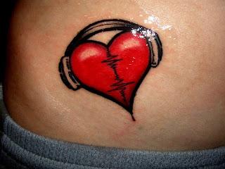 tatuagem na barriga