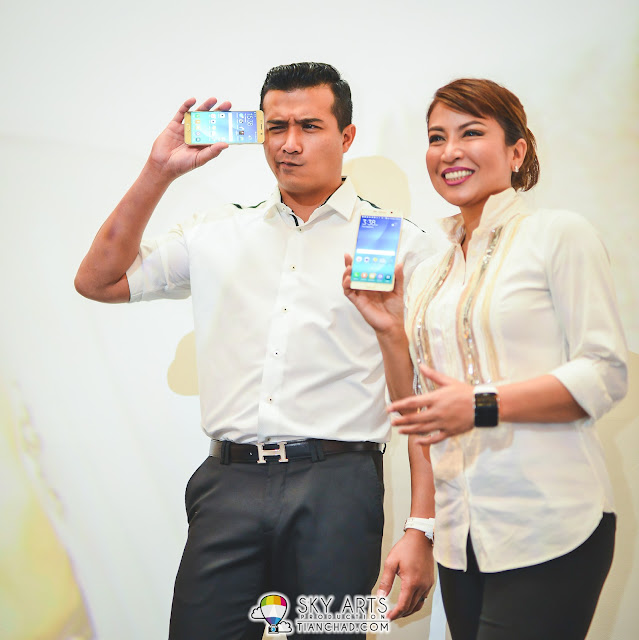 Aaron Aziz can definitely act cute although he is already a father