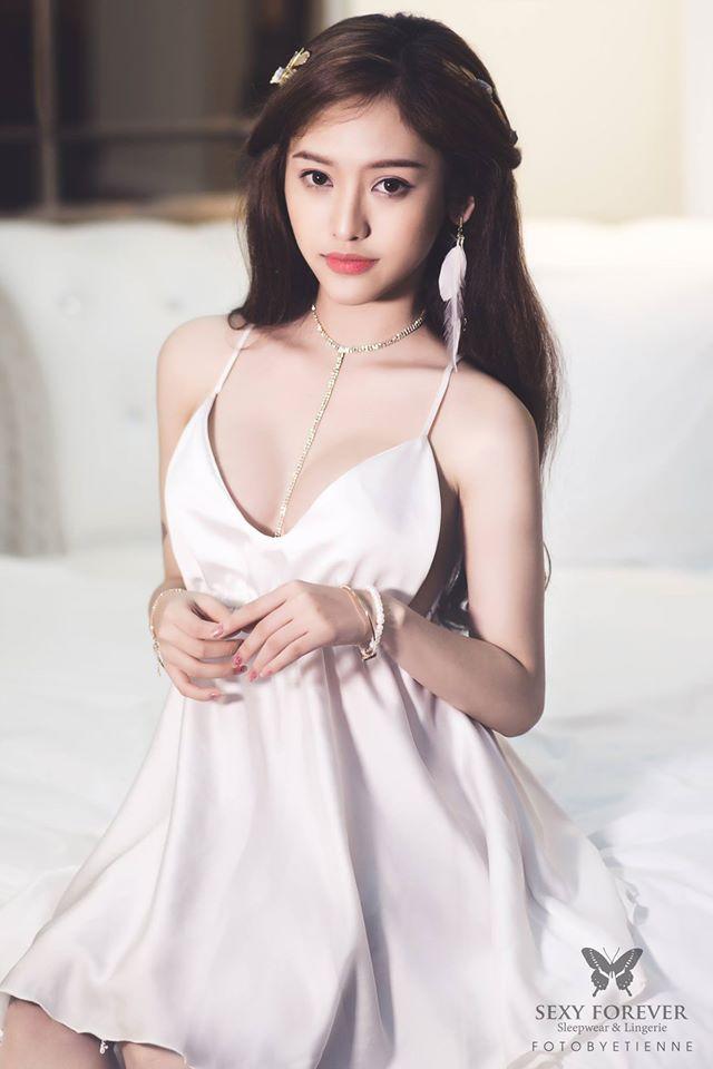 Hình ảnh trở lại sau phẫu thuật thẩm mỹ sexy của Thúy Vi