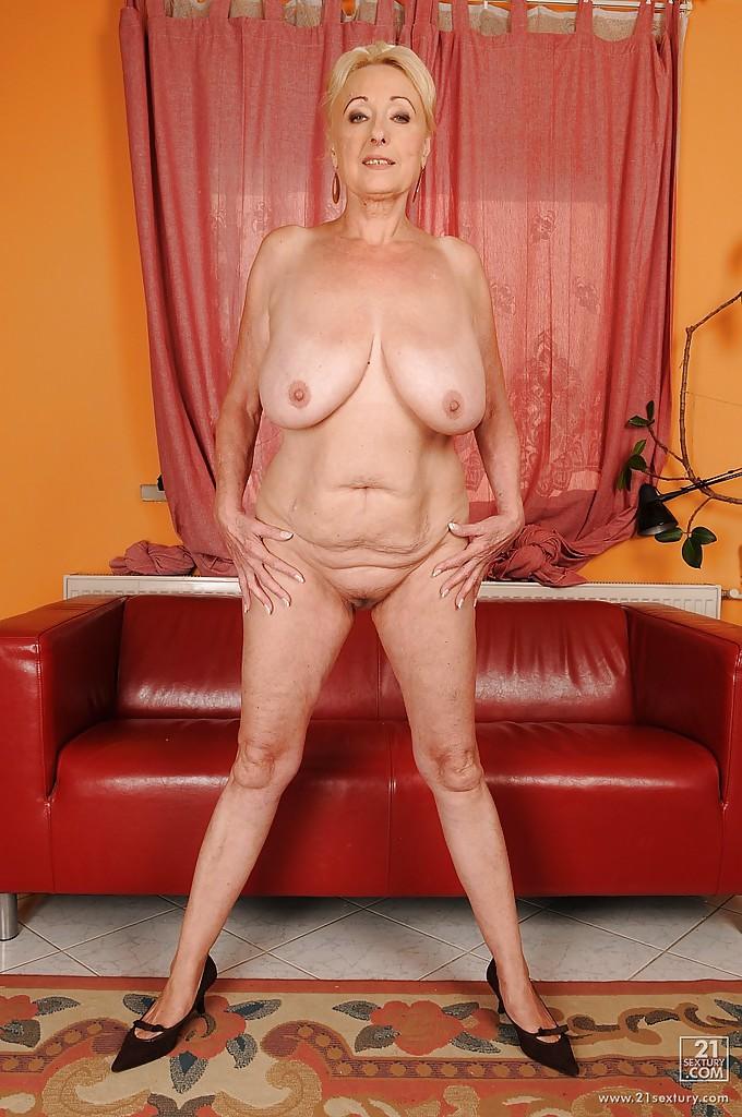 голые худые зрелые бабы с большими дойками онлайн девушка