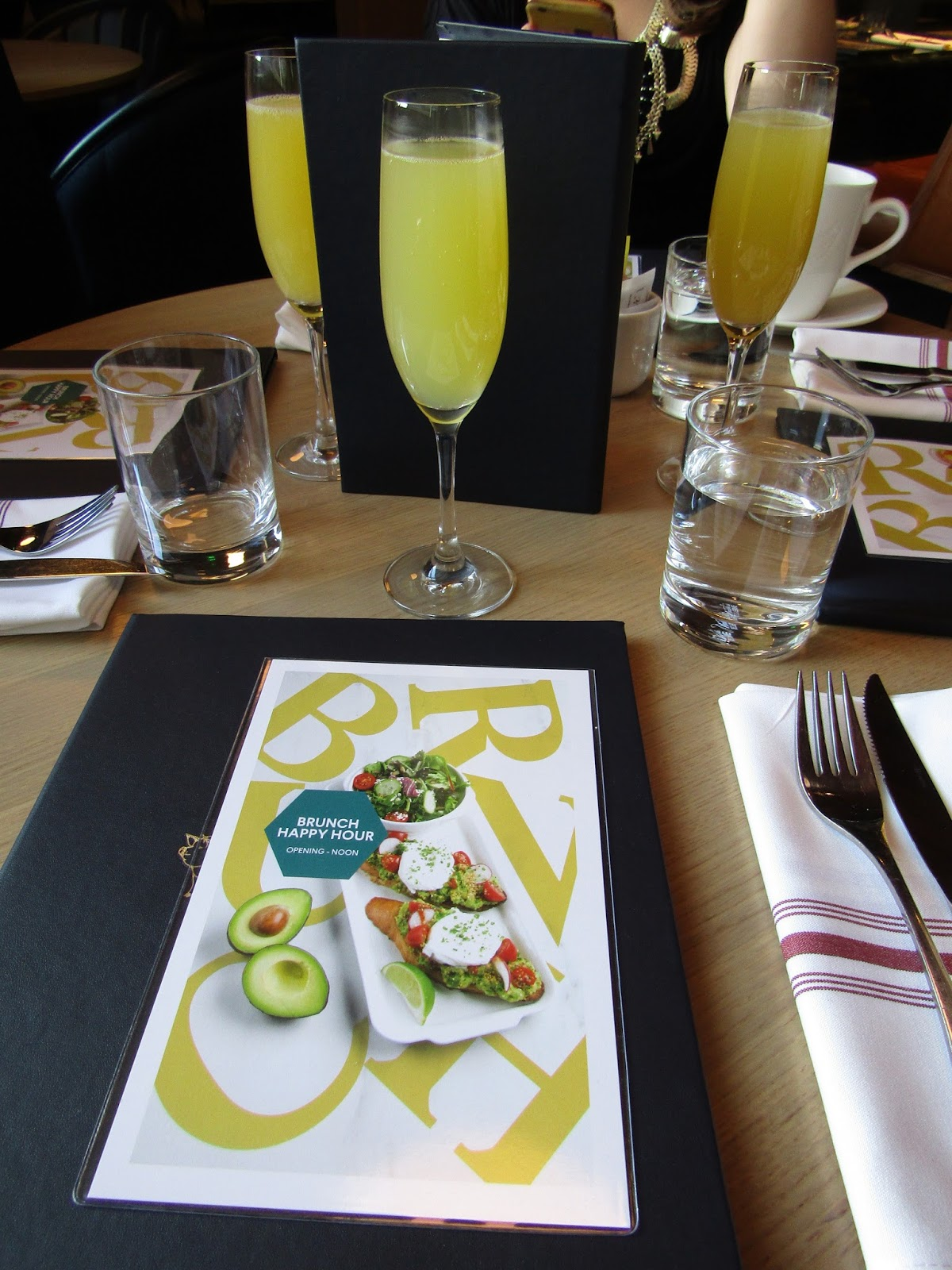 The Boston Foodie: Brunch Happy Hour At Earls Prudential