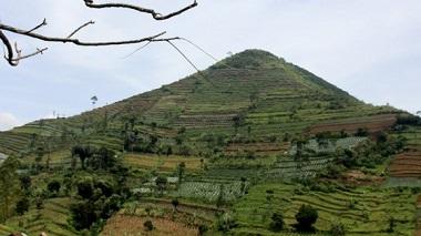 This Indonesian Pyramid Rewrites Human History - Gunung Padang Situs-gunung-padang