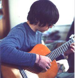 Cara belajar bermain gitar sendirian