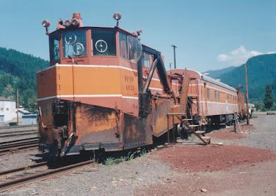 Southern Pacific Jordan Spreader SPMW #4033 in Oakridge, Oregon, on July 18, 1997