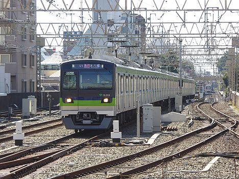 京王電鉄 都営新宿線直通 急行 本八幡行き4 10-300形520F(赤表示と緑表示)