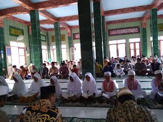 Perayaan Isra Mi'raj Digelar Bersamaan Dengan Khotmul Qur'an Oleh Masyarakat Pengembur