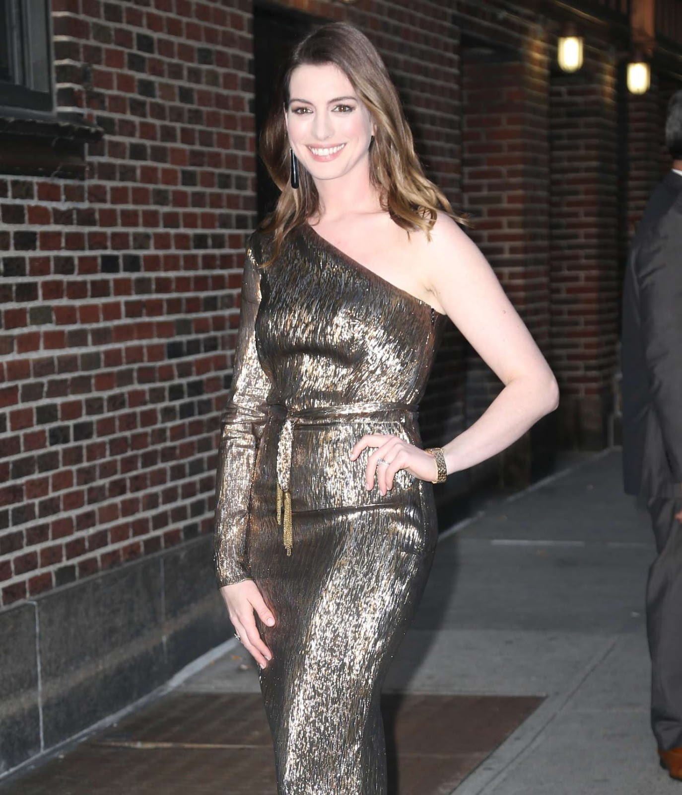 Anne Hathaway Arrives at 'The Late Show with Stephen Colbert' in New York