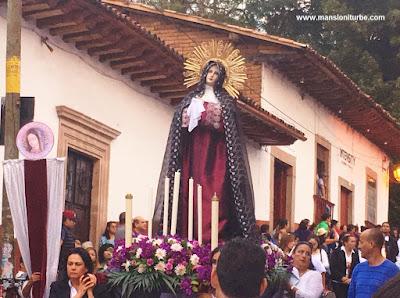 Virgen realizada en Pasta de Caña en la Procesión de los Cristos en Semana Santa en Pátzcuaro