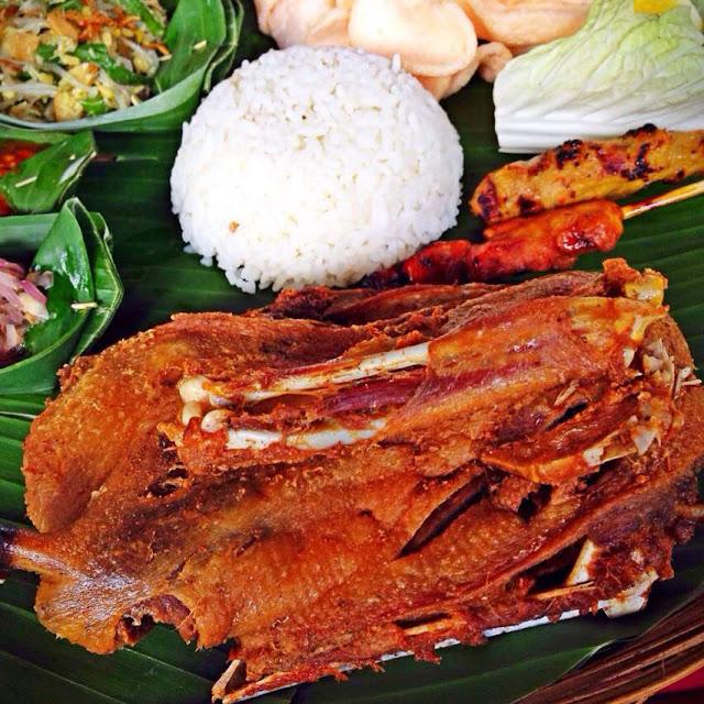 Tempat Wisata Kuliner di Bali yaitu Bebek Goreng Laka Leke