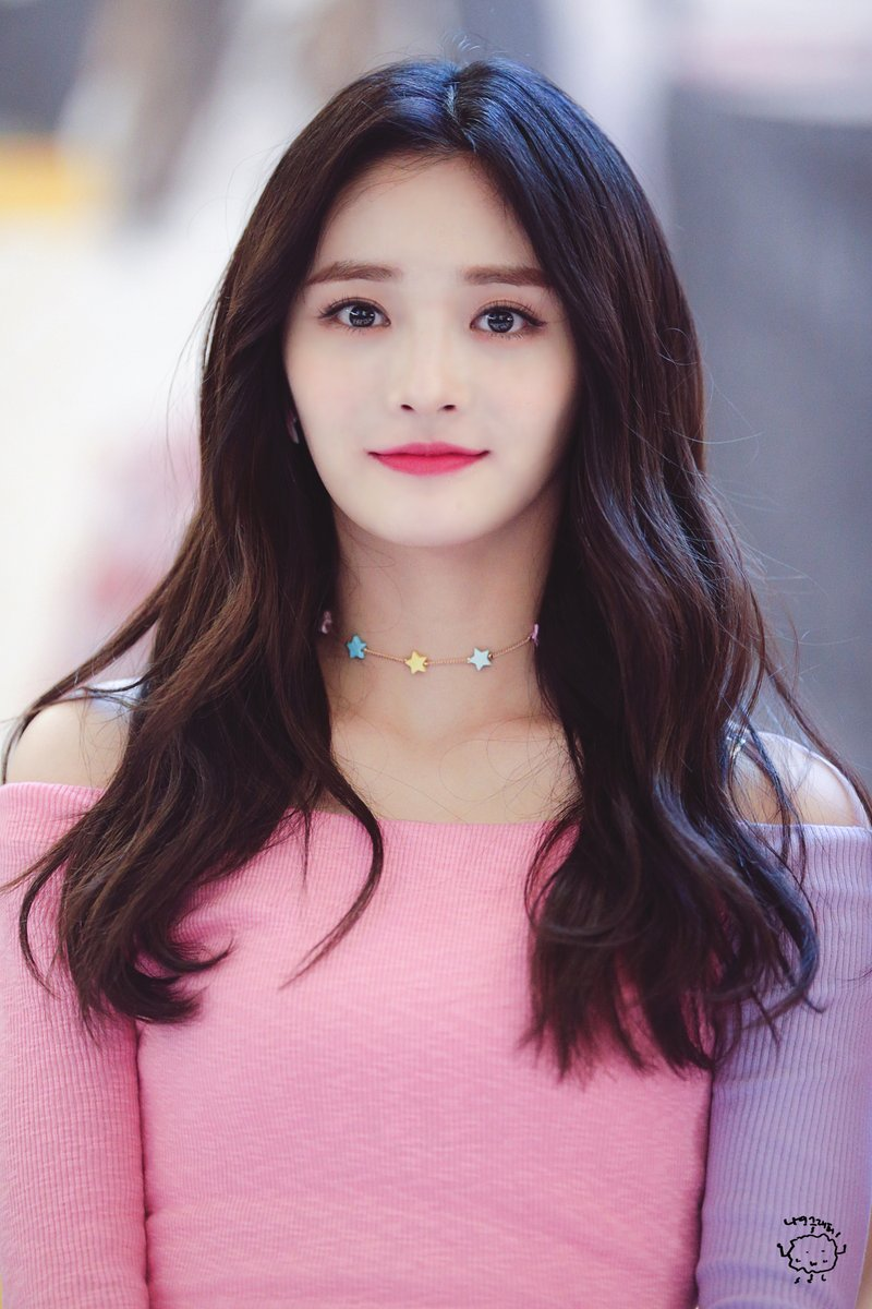 Pristin S Kyulkyung Looks Absolutely Gorgeous In Pink