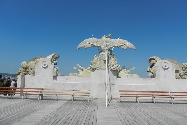 Widok na orła od tyłu na dachu Glorietty