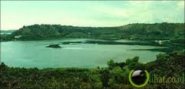Danau Avernus - Italia