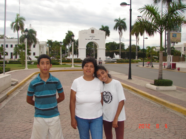 Dominicana de duverge esposa al amante lenvio video y este lo sube - 2 3