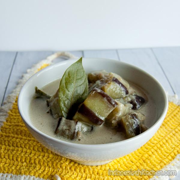 Herzhafte Auberginen Kokosmilchsuppe indonesisch kochen