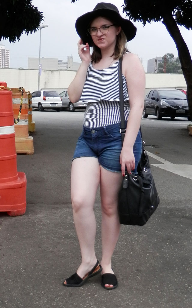 Look: Body listrado com shorts