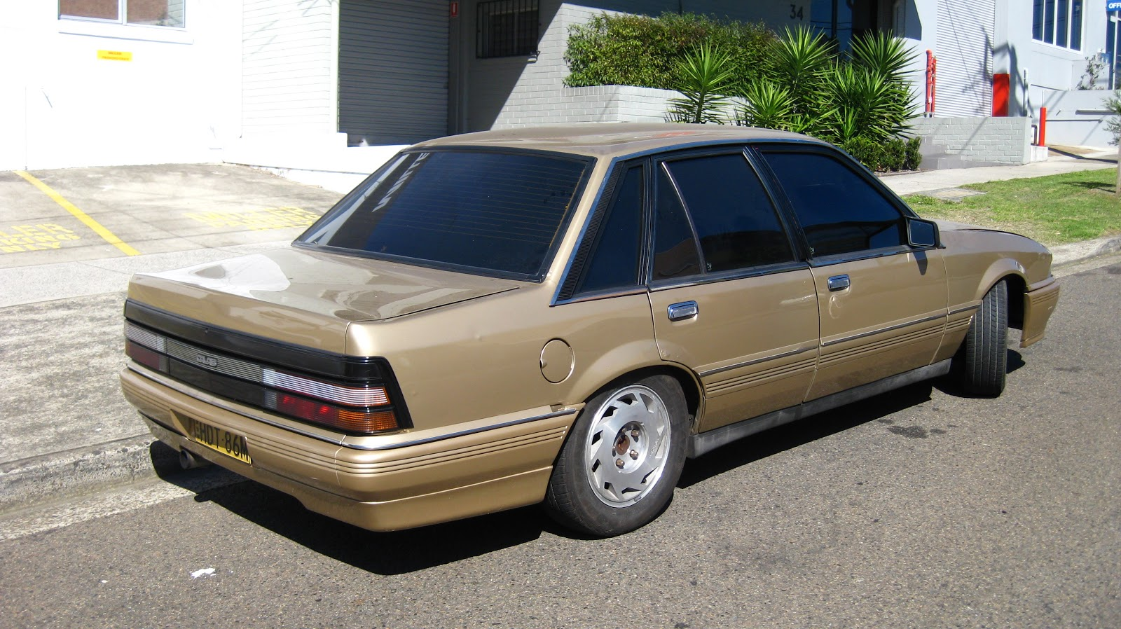 1986 Holden Vl: Aussie Old Parked Cars: 1986 Holden VL Calais Sedan