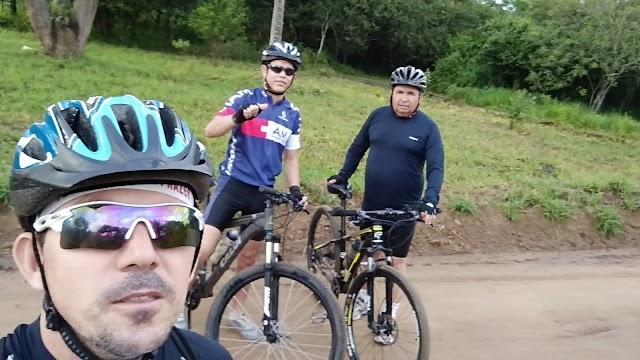 Meninos do LBC fazem pedal a 3 com muita alegria e descontração