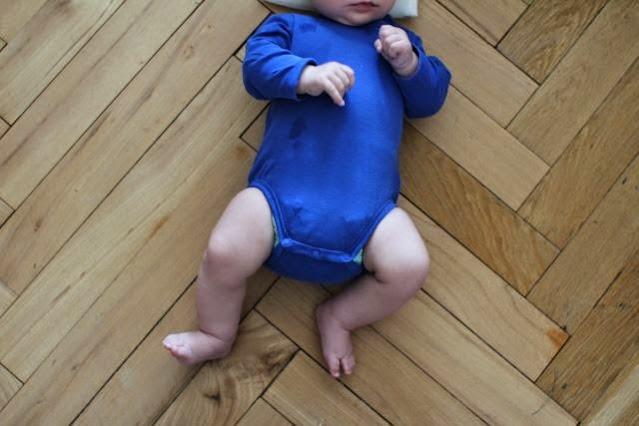 Stoffwindel an Säugling