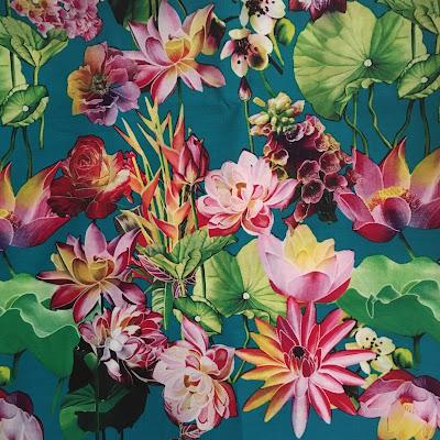 Viskose-Stoff mit Sri Lankas Nationalblume, der Seerose