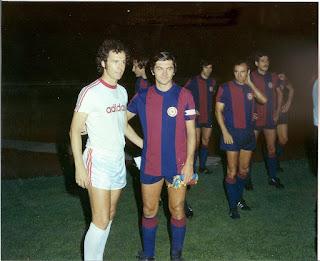 Bologna - Bayern München 0-2, agosto 1974.  I due capitani, Bulgarelli e Franz Beckenbauer.