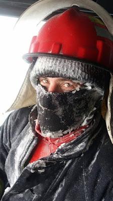 pompieri in misiune de iarna