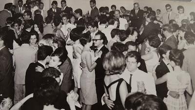 Resultado de imagem para bailes de formatura dos anos 1960