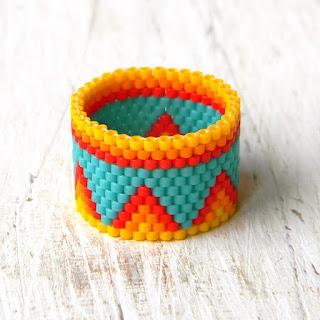 Яркое этно-украшение из бисера - кольцо ручной работы