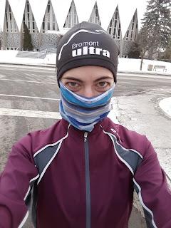 Coureuse, rue de Montréal, l'hiver