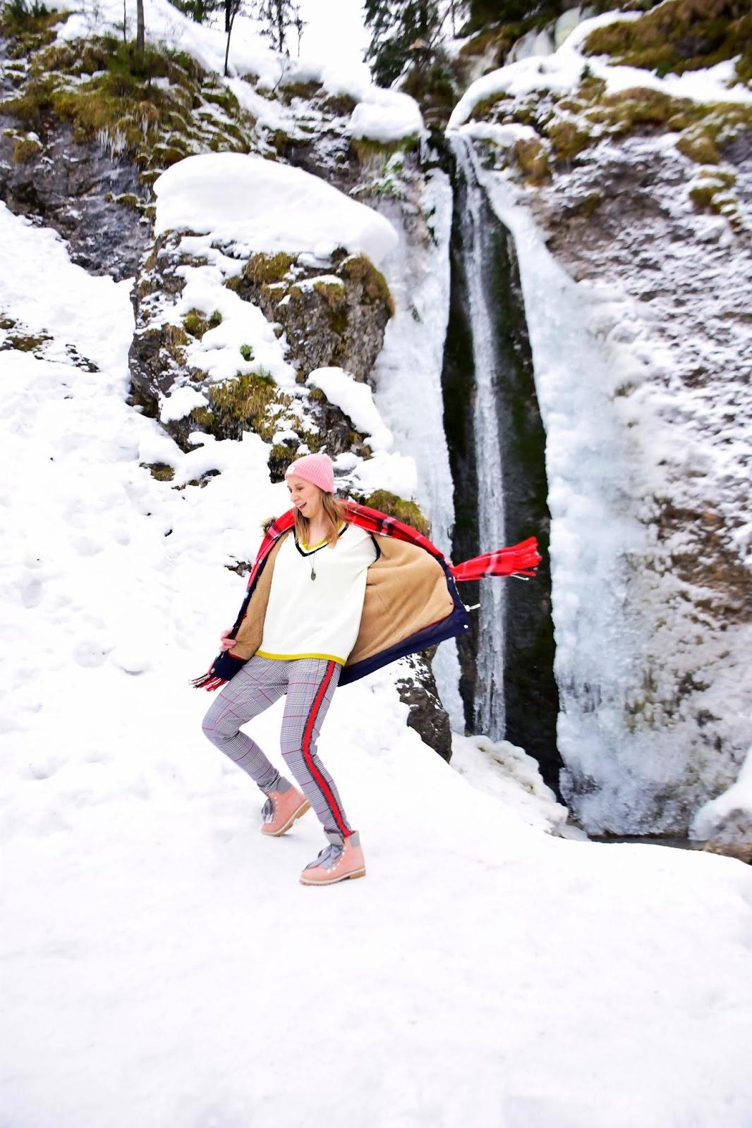 blog_moda_spodnie_w_kratkę_zimowa_stylizacja_w_góry