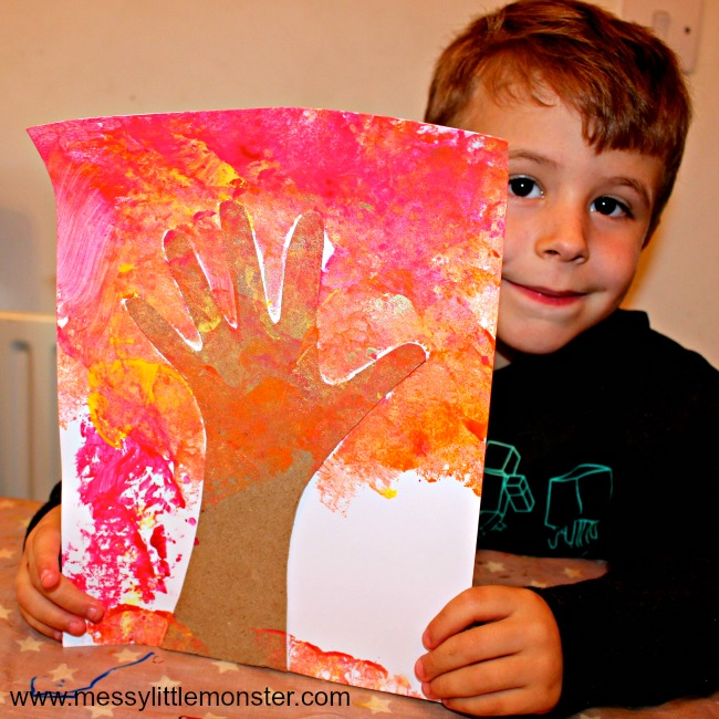 An easy handprint Autumn/ Fall tree craft for kids to enjoy. Perfect for toddlers, preschoolers and older kids. Make a beautiful keepsake based on the book 'Red Leaf, yellow Leaf' by Lois Ehlert.
