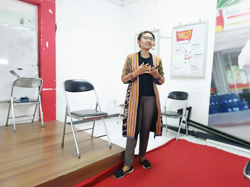 stop body shaming oleh Diana Mayorita