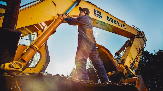 CLASSIFIEDS - HEAVY EQUIPMENT MECHANIC