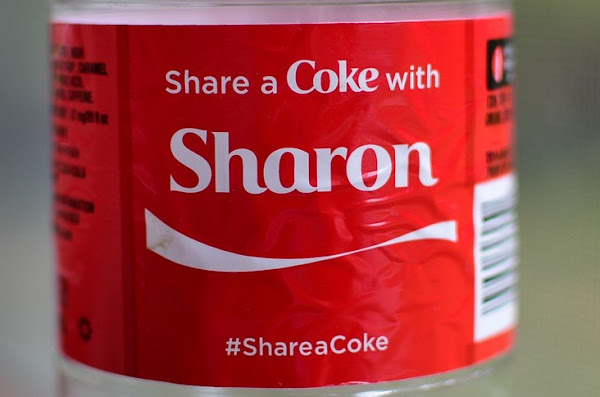 "可樂瓶上的""Share a Coke""slogan"
