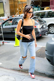 Bella-Hadid-Is-Seen-Out-in-NYC-07+%7E+SexyCelebs.in+Exclusive.jpg
