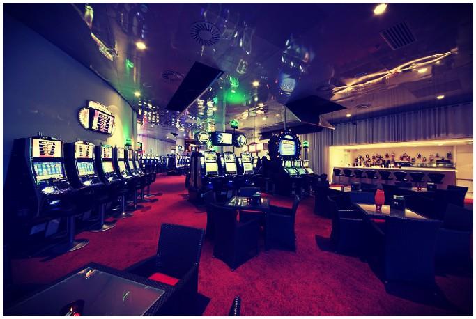 в казино на майорке в джинсах