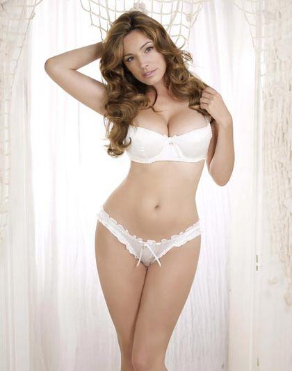 Kelly Brook Desnuda En Ropa Interior Para Su Sexy Calendario 2012
