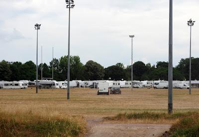 ROUEN. Près de 200 caravanes de Gens du Voyage installées sur l'ancien hippodrome des Bruyères.