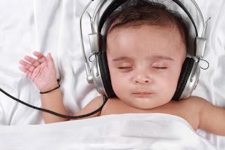 mainkan white noise, rujuk pediatrik anda, tanya doktor jika anak anda colic, apa itu baby colic, tips merawat anak colic, tips merawat anak meragam, sawan tangis, tips anak meragam, anak meragam, anak kuat menangis, anak kembung perut, baby kembung perut, baby sakit perut