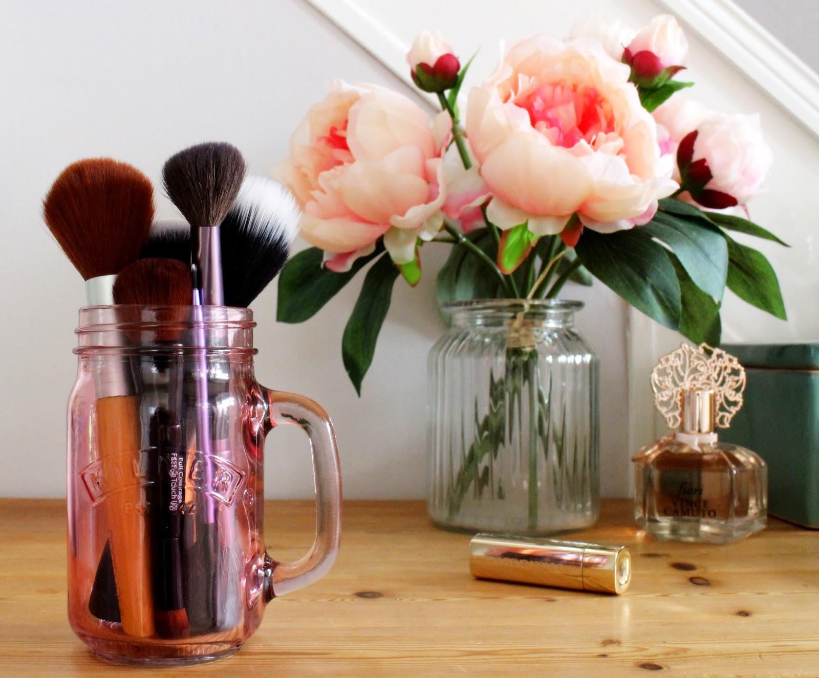 Makeup-brushes-Face