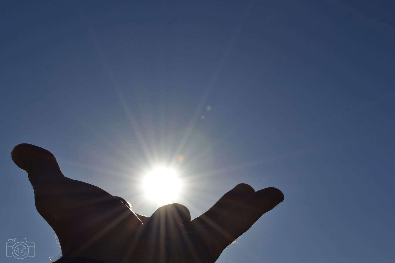 Soleil dans la main photographie sardaigne art