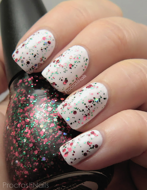 Swatch of Sinful Colors Holiday Rebel from the Holiday 2015 Glitz and Garlands Collection