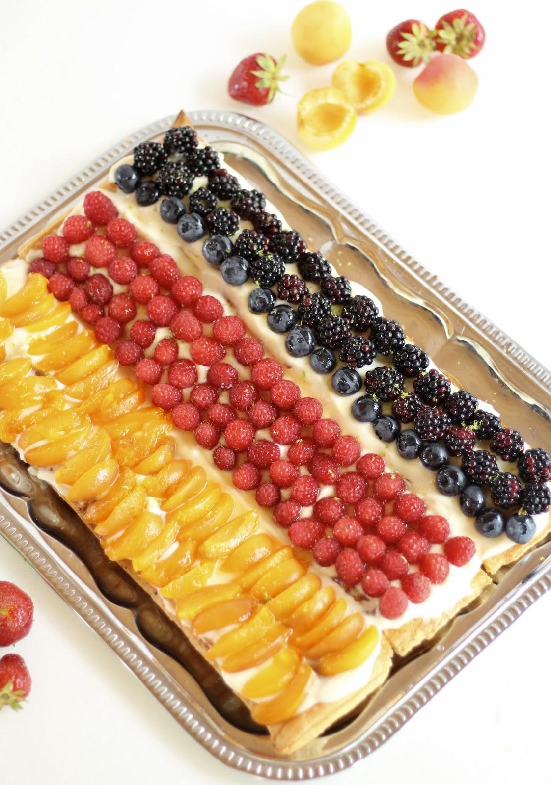 Deutschland-Torte mit Obst und Blätterteig: Multifrucht-Blätterteig-Torte, schnell und einfach und mit Video