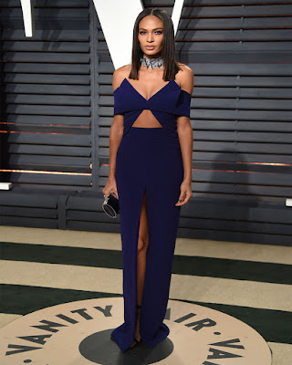 vestido elegante azul largo corte de pierna con escote para navidad